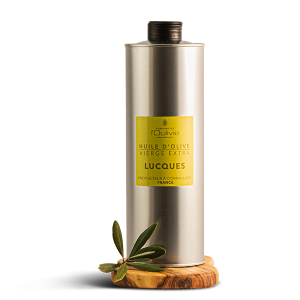 Huile d'olive Lucques du Domaine L'Oulivie. Variété typique de l'Hérault. Huile d'olive savoureuse légère, herbacée et très équilibrée.