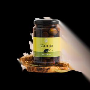 Olives Picholine noires du Domaine L'Oulivie. Emblématiques du Languedoc, elles sont charnues et se caractérisent par leur goût fruité.
