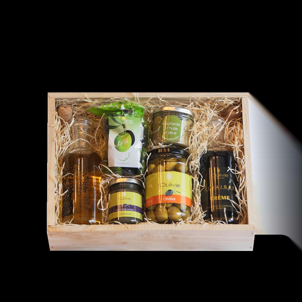 Le coffret gourmand est composé de produits du Domaine L'Oulivie : huile, olives, vinaigre, purée d'olive, moutarde et olives en chocolat.